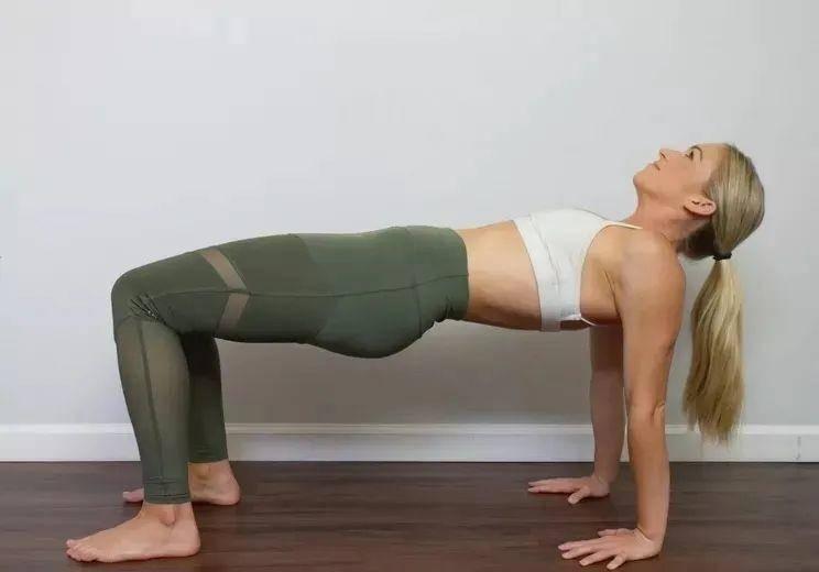 这组瑜伽体式,美背减龄、逆转衰老,找回你的少女感!