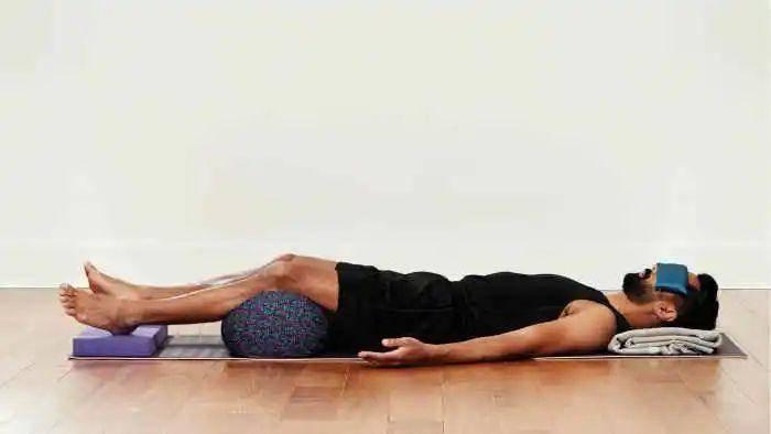 6个瑜伽动作赶走失眠,每天练习10分钟,助你睡个好觉