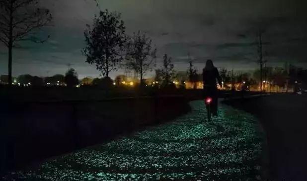 黑夜的浪漫:普利匡环保夜光彩色透水混凝土