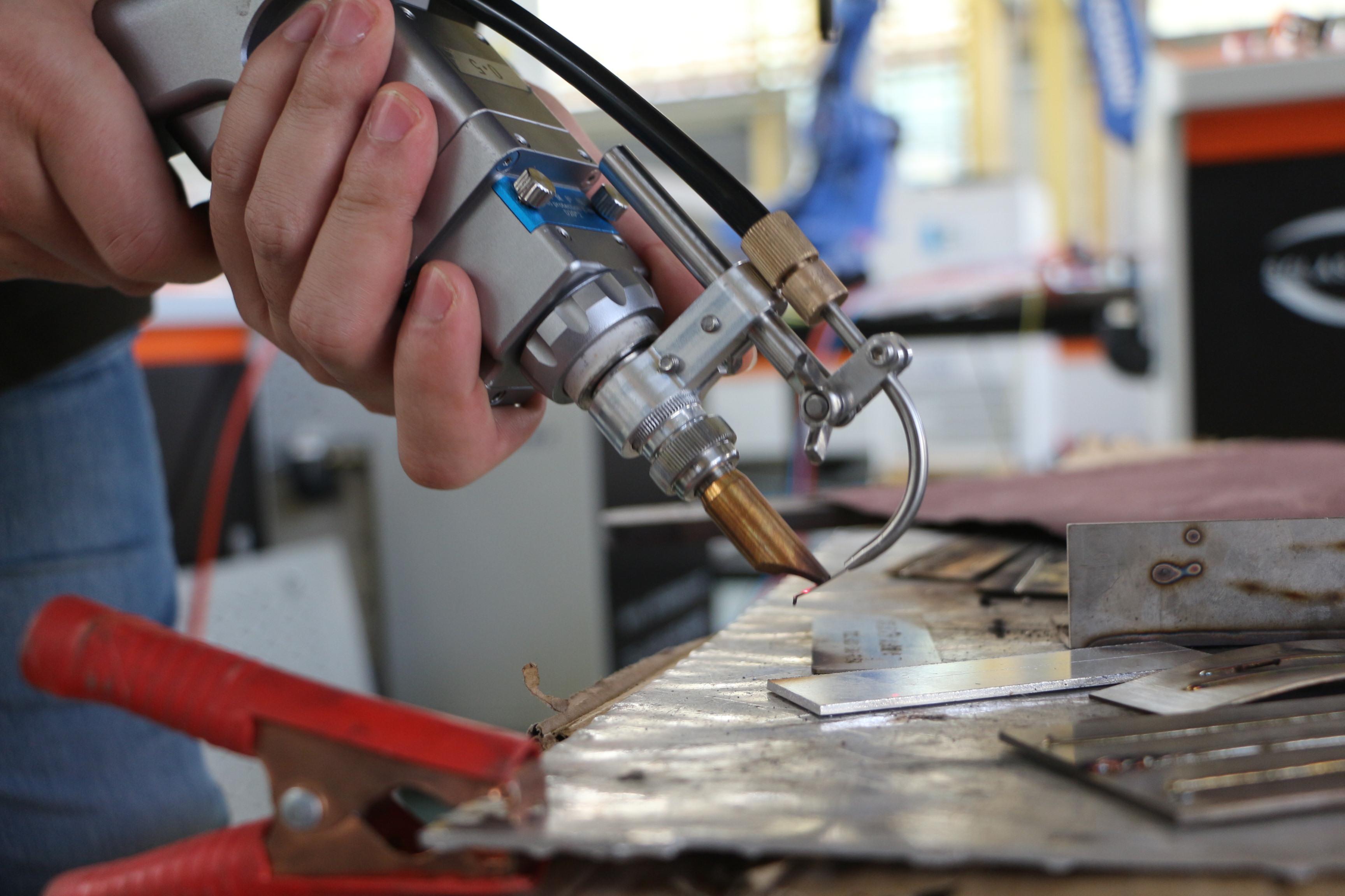 武汉双成手持激光焊接机有哪些特点和优势