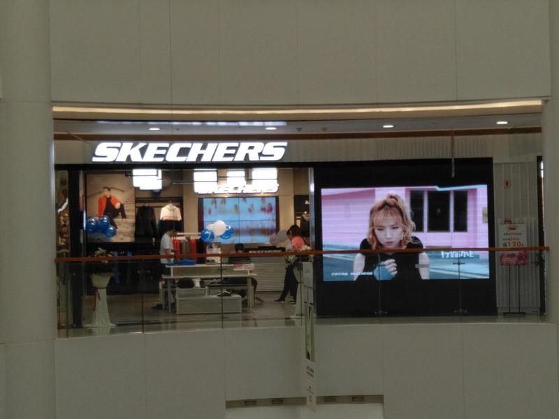 成都LED显示屏,商场展示LED屏完成
