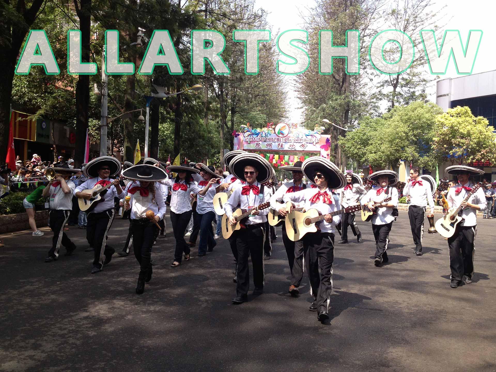 欢乐迅游演出——墨西哥草帽方队