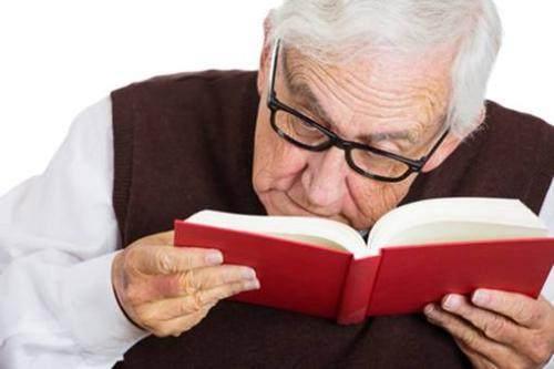 当有近视眼的人老了之后近视眼还在吗?