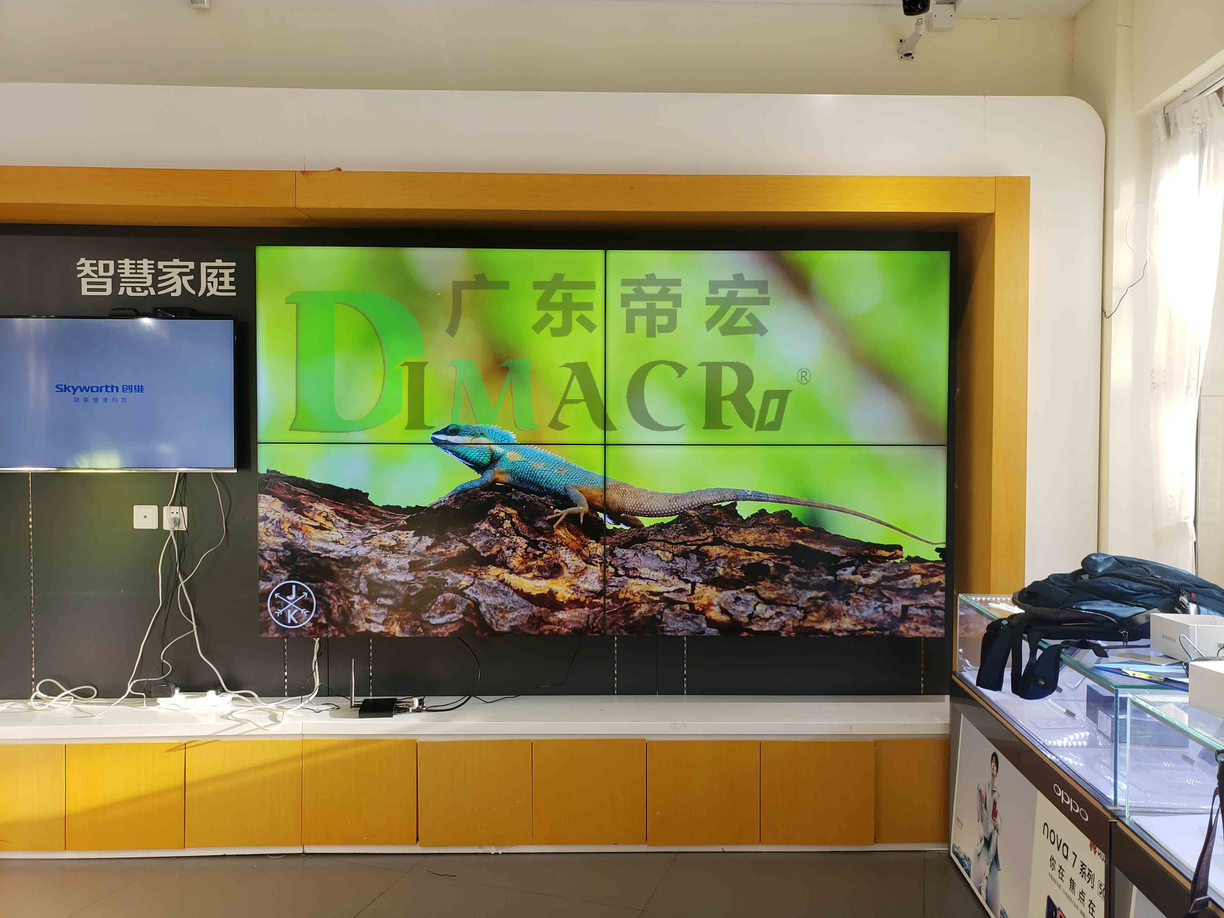 广东惠州电信100台液晶拼接屏项目安装调试进行中