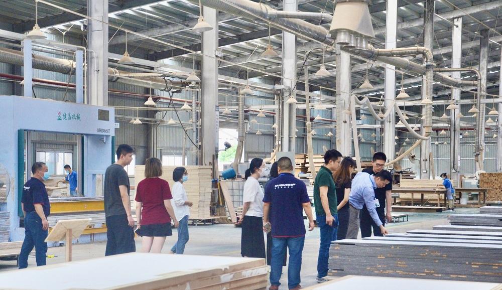 愿景集團蒞臨安必安總部生產基地參觀考察
