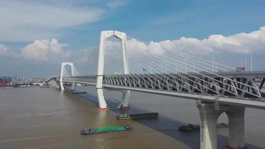 """商合杭高铁两座""""世界之最""""桥梁携手通车"""