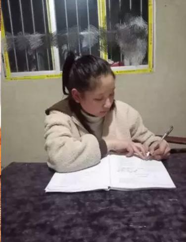 """在弘博 """"停学不停课""""简报"""