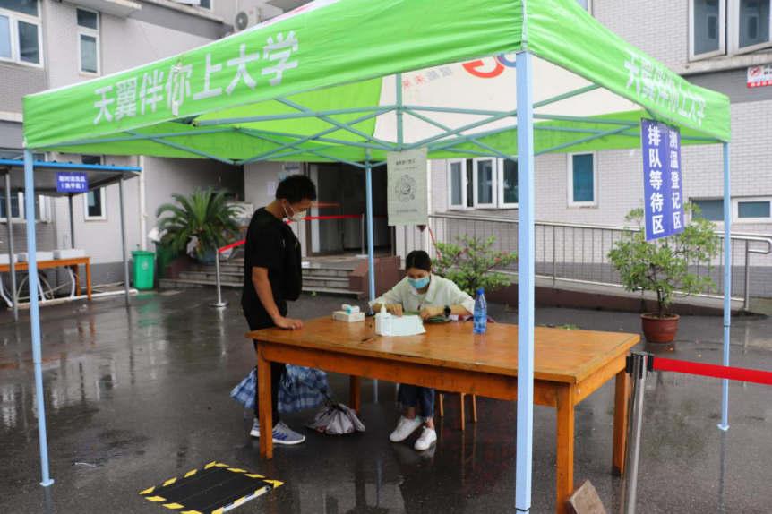 欢迎回家!武汉科技职业学院迎来2020届首批毕业生返校