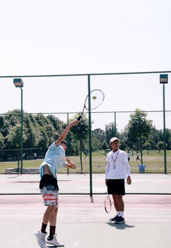"""阳光下的""""网球王子"""""""
