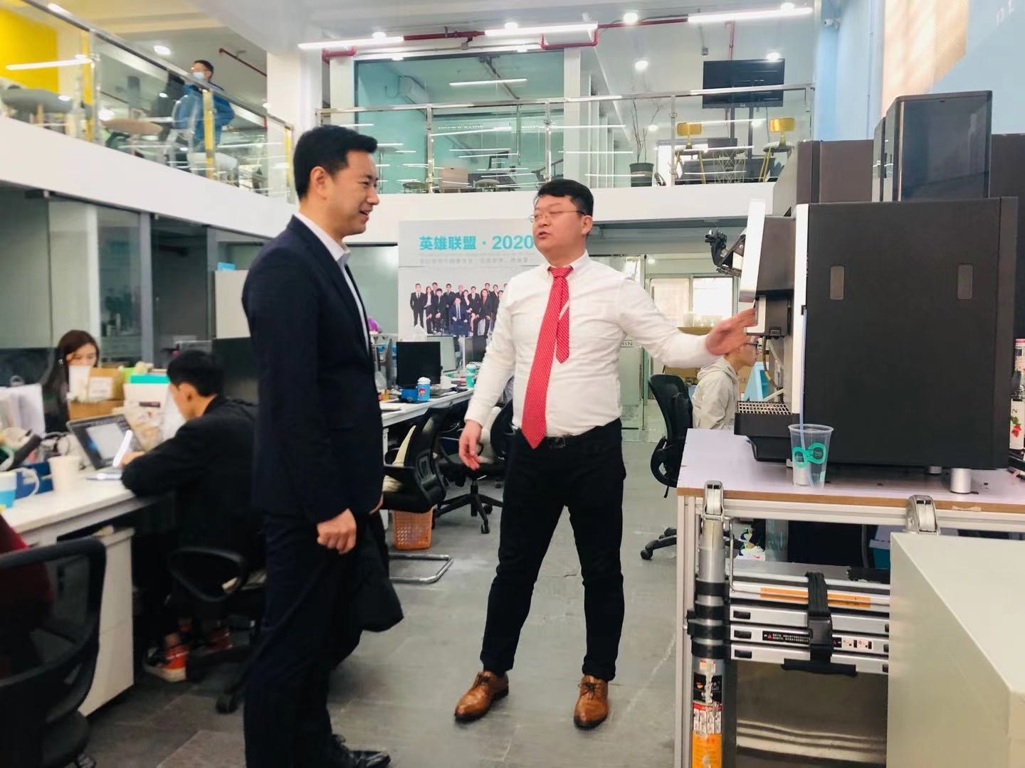Deputy Director Yang of Changning District cordially inspected the Dolphin  Research and Development
