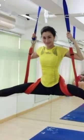 李嘉欣51岁瑜珈照,瑜珈后的舒畅难以形容