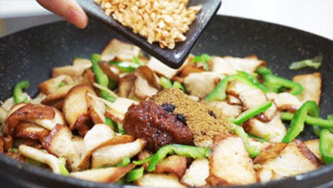 金蒜煎炒鹵豆腐