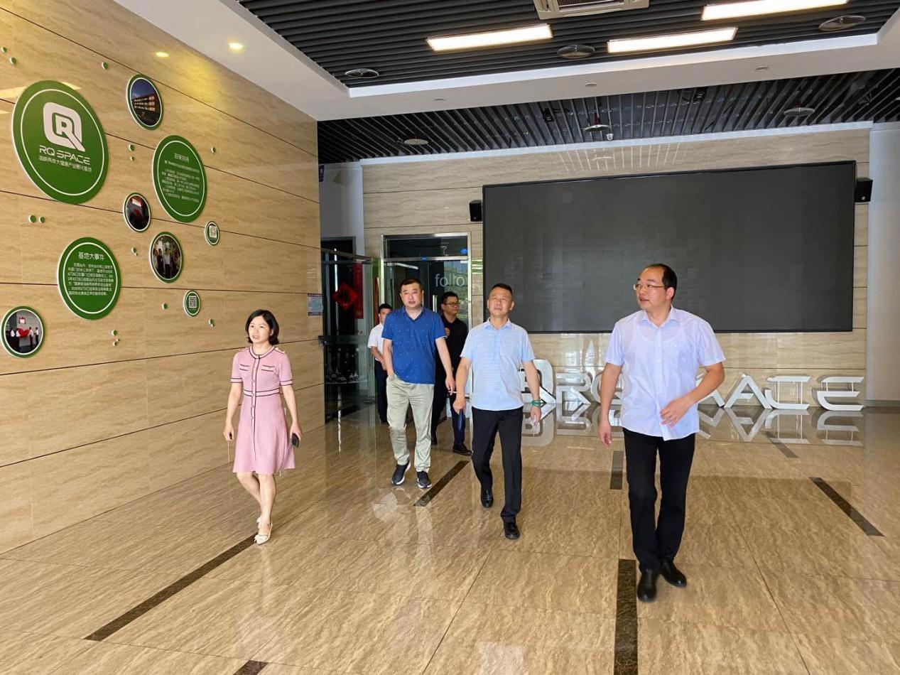 公司负责人朱衡携营销中心孙亚涛、孙斌考察厦门海沧区