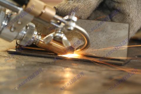 手持式激光焊接机与台式设备的优缺点比较