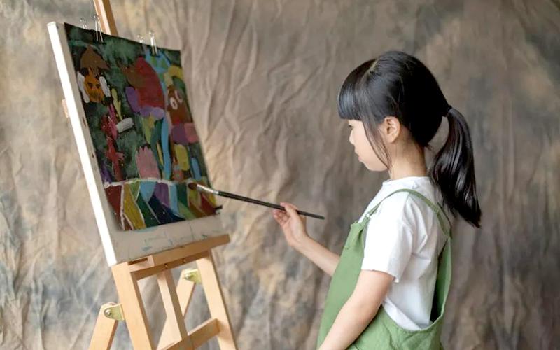 """大艺术创意教育:让""""世外""""全校师生瞩目的画展,竟出自3年级女孩?"""