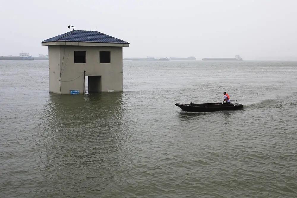 落实防汛应急Ⅰ级响应,中铁九桥奋战长江堤防最前沿