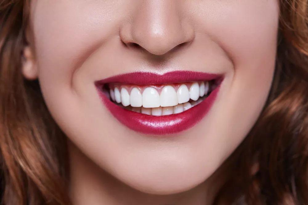 """深圳牙科医院如何治疗牙齿起""""白斑""""问题?"""