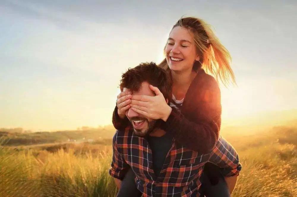 男朋友背着我和闺蜜做这种事!我却选择去做情感咨询