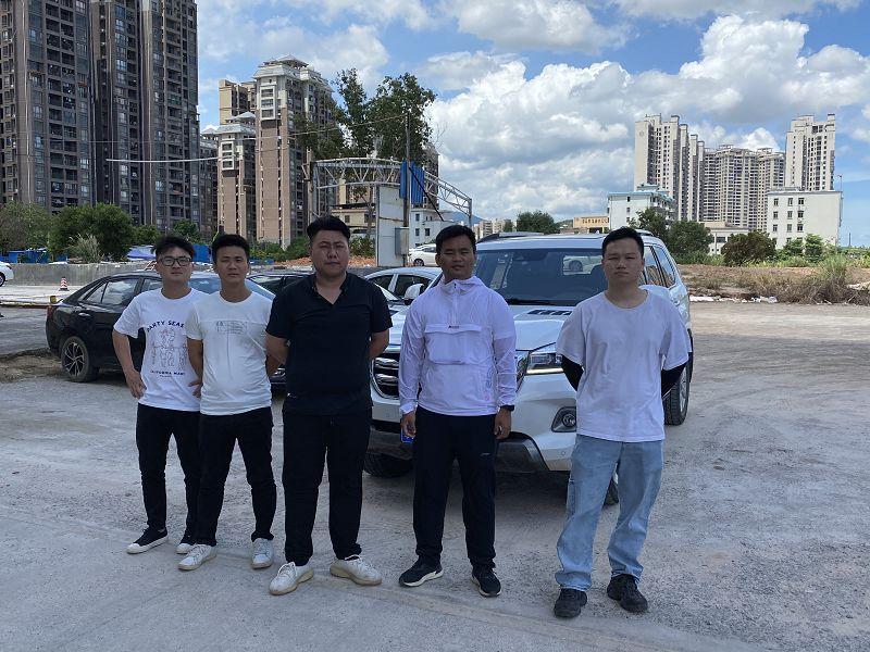 首汽租车的职业驾驶员接受悍士防御性驾驶技术培训并获得培训证书