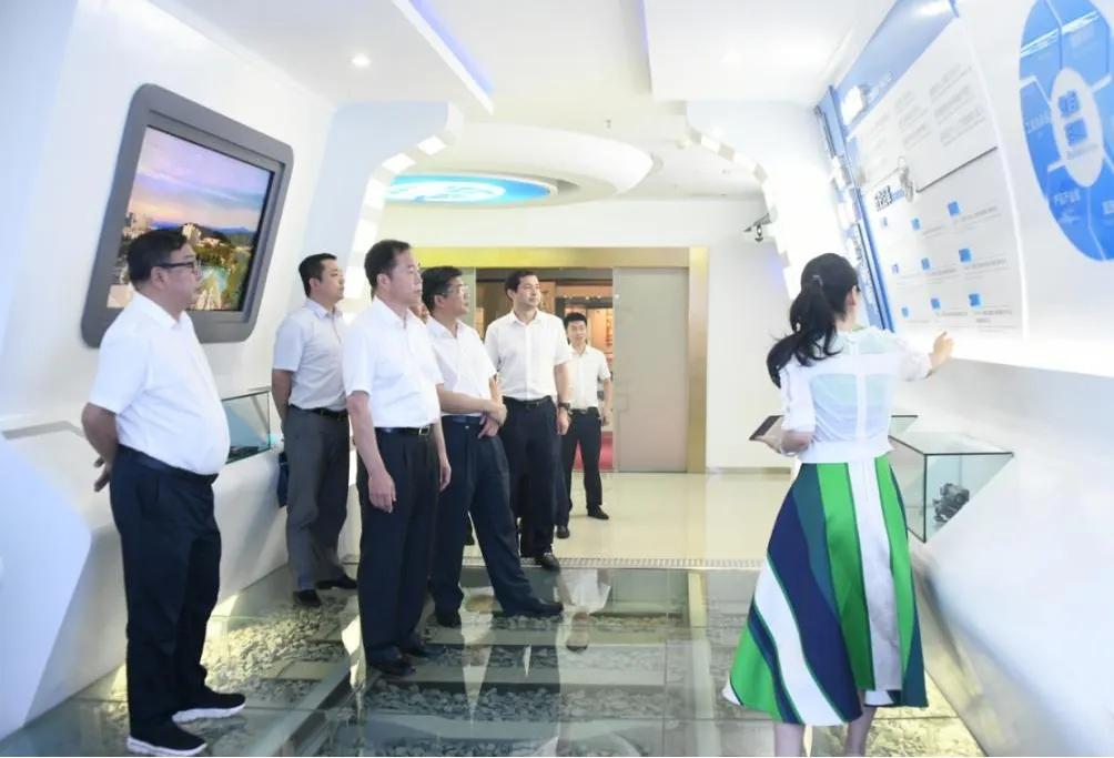 易铁军拜会成都市领导 在蓉开展系列商务活动