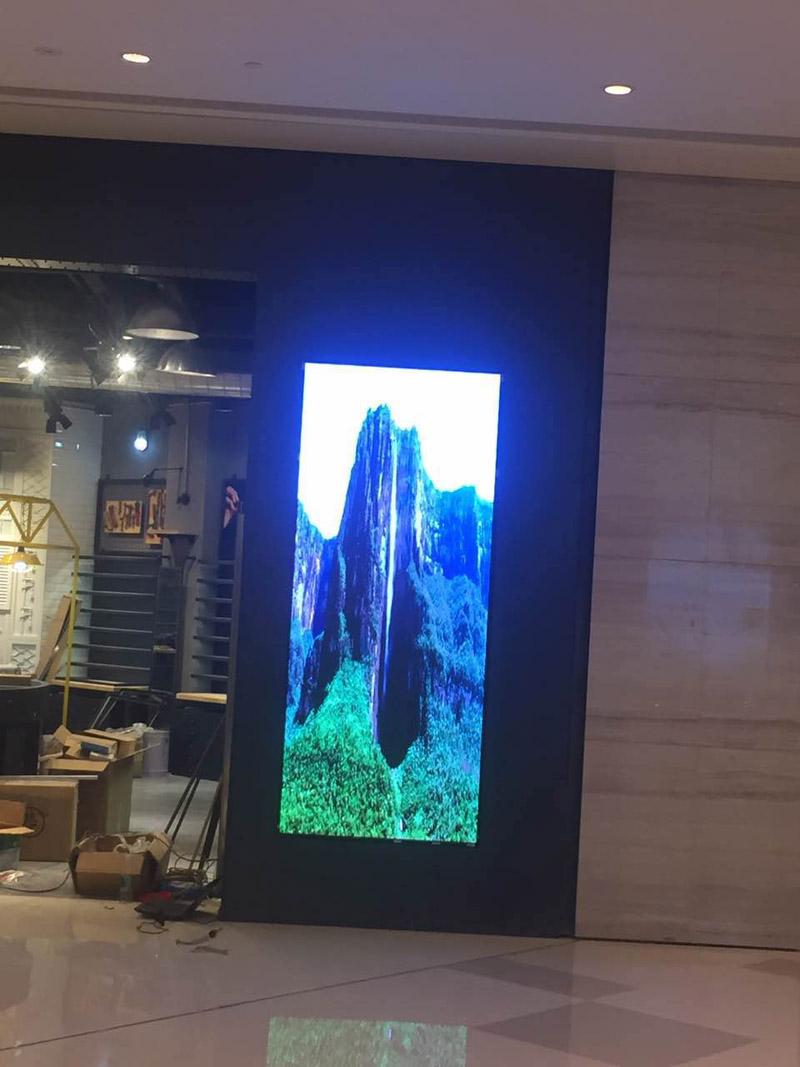 重庆LED显示屏商超显示屏全彩室内P3顺利完成
