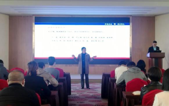 在弘博|齐心抗疫,共同成长——我校召开新学期第一次教职工大会