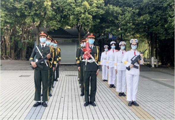 在弘博|特殊的升旗仪式,向祖国致敬!