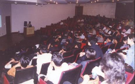 容向公司在第十届国际电磁兼容技术交流展览会提供业内公认的专业的技术讲座《EMC设计和诊断技术》,再次成为展览会的热点技术