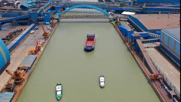 扬帆起航|蓝海华腾助力长江流域首艘千吨级纯电动货船成功试航!