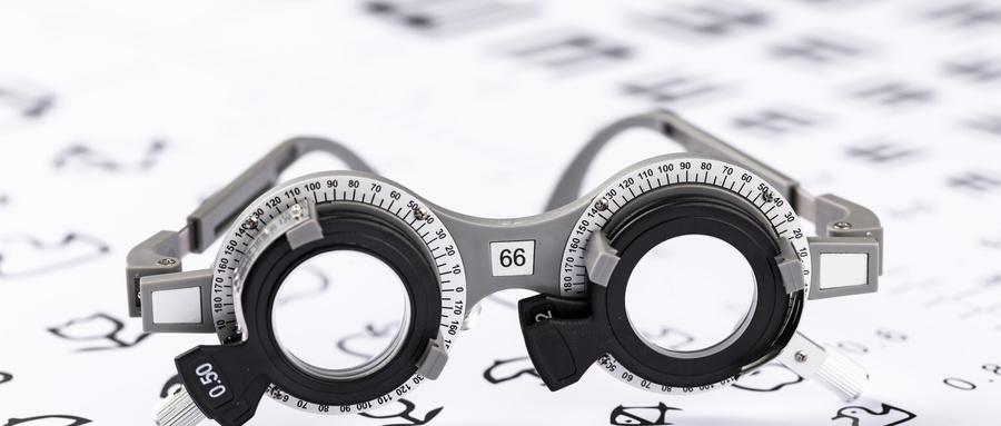 云镜:带你了解戴眼镜10件不宜做的事情