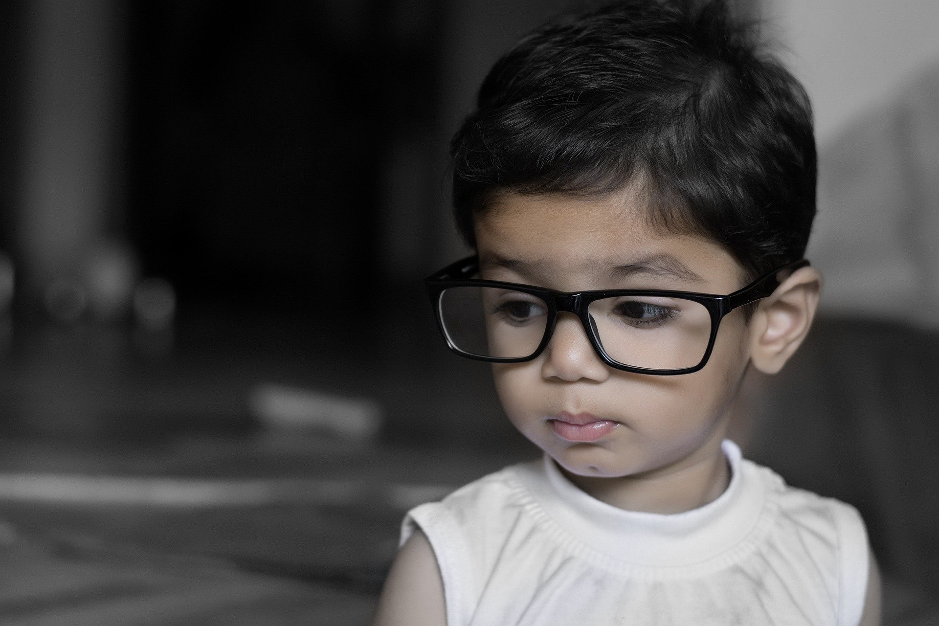 越早戴近视眼镜,度数增长越快?眼球越凸?