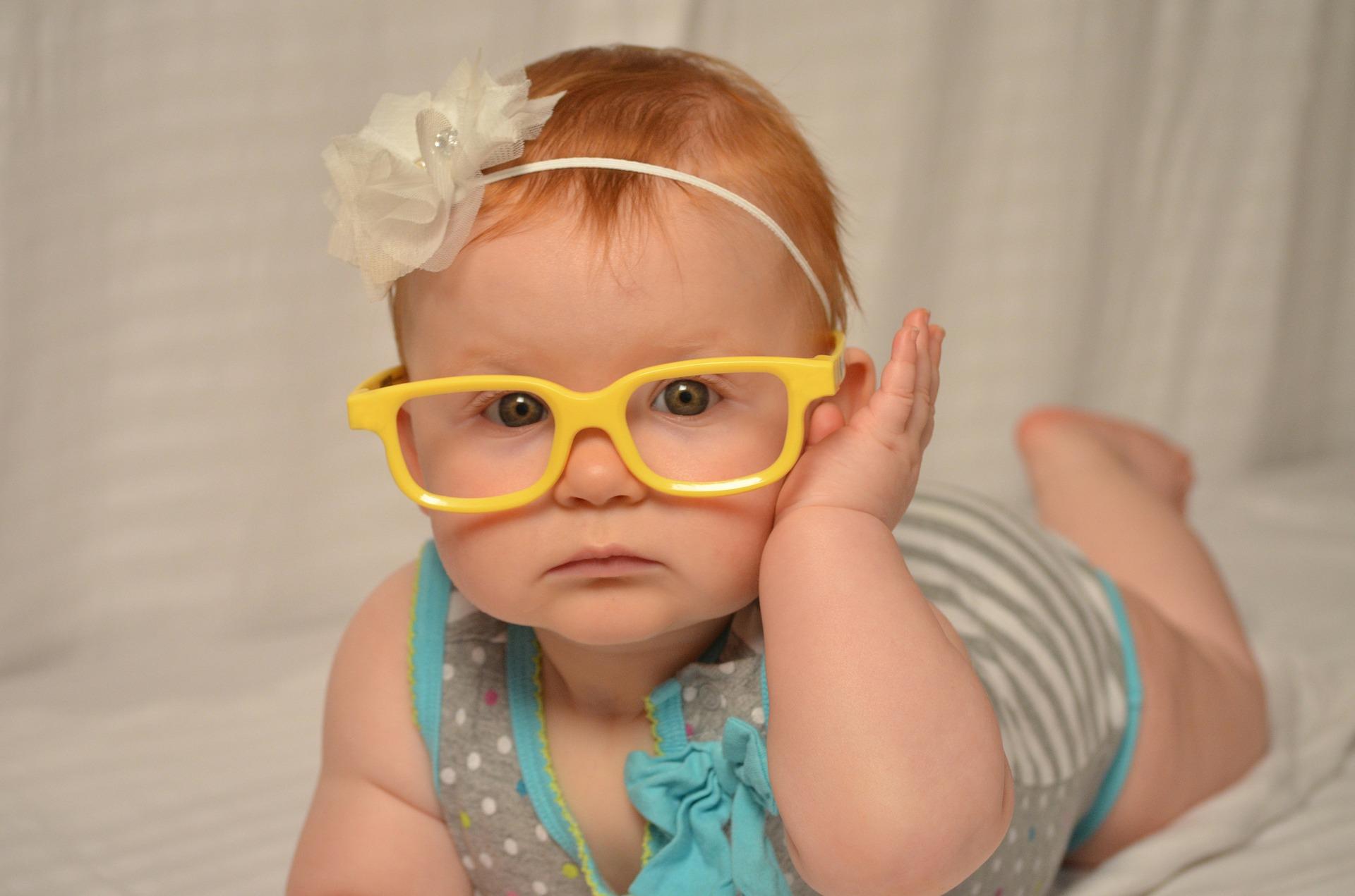 小孩如何选择眼镜以及保护眼睛