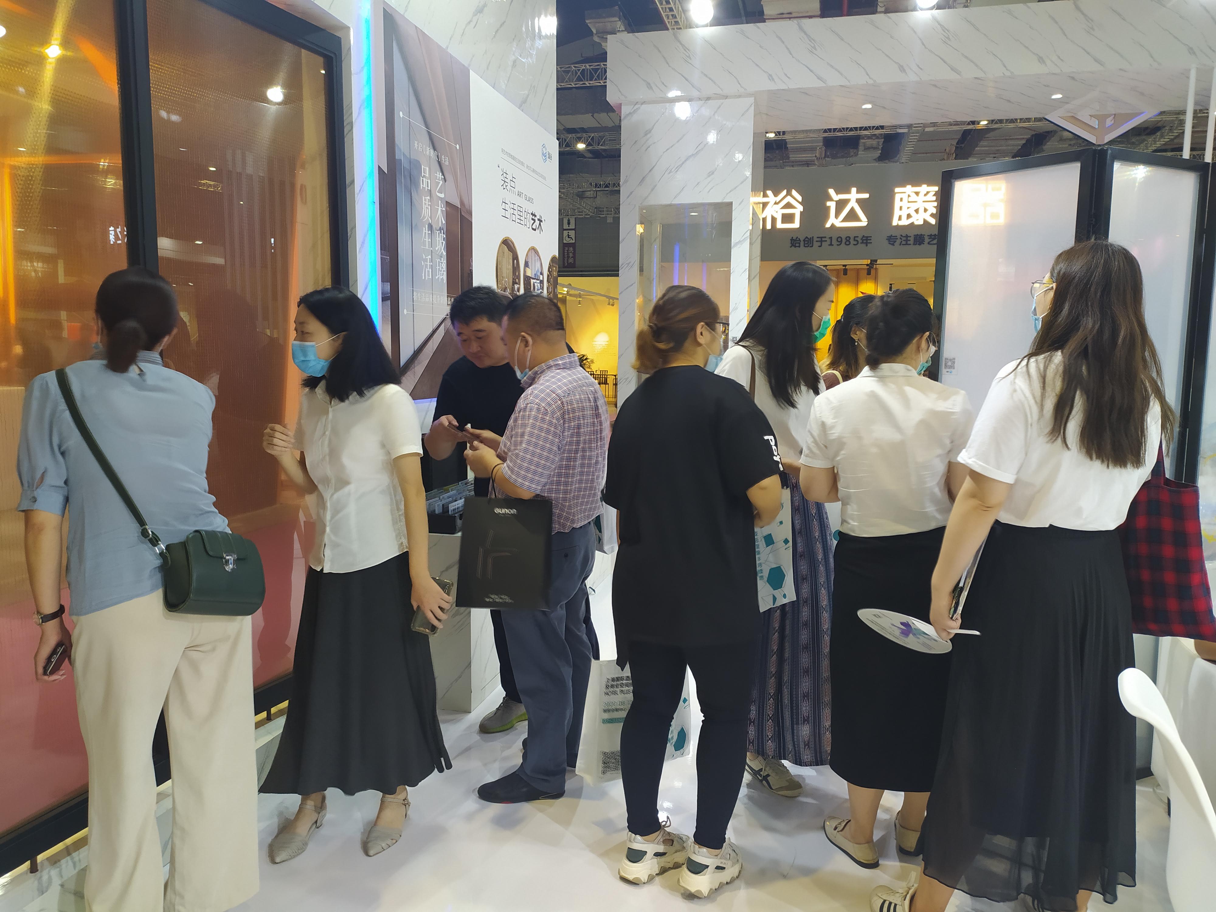 备受青睐! 瑞尚智能艺术玻璃首次亮相上海国际酒店及商业空间博览会