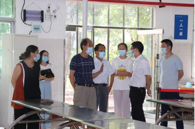 湖北省教育廳領導來我校檢查督導疫情防控工作