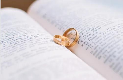 """""""忠诚协议"""", 婚姻的附身符?"""