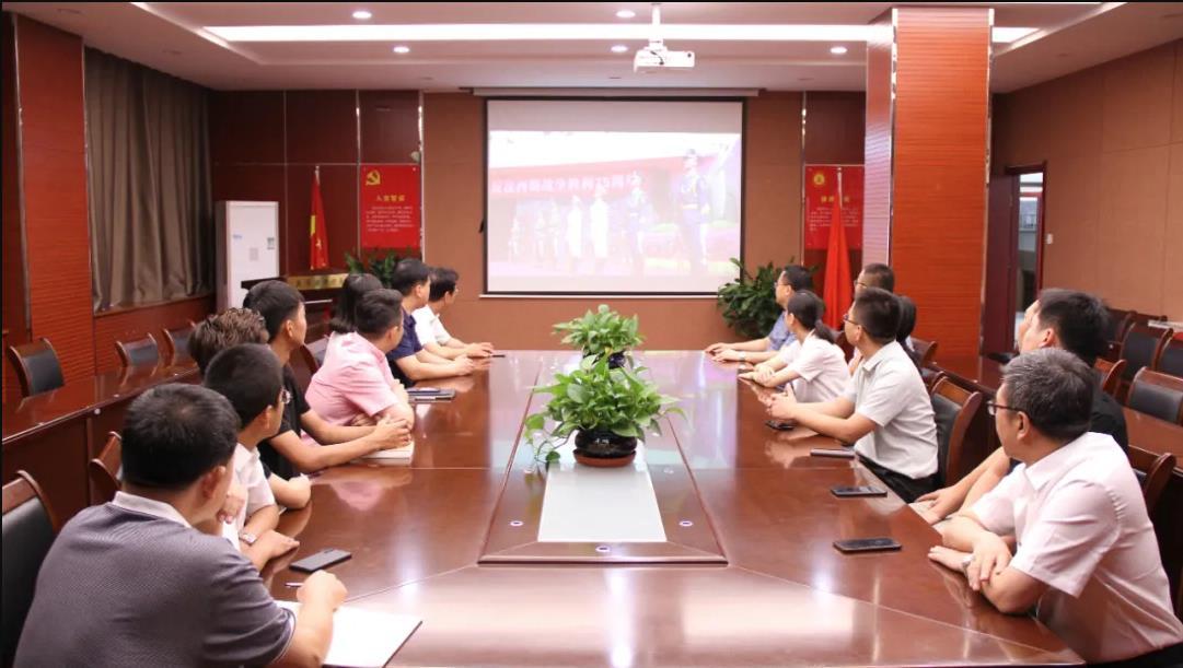 用爱国主义筑成新的长城丨冀华万博max手机登录版下载抗战胜利日参与纪念活动唱响国歌