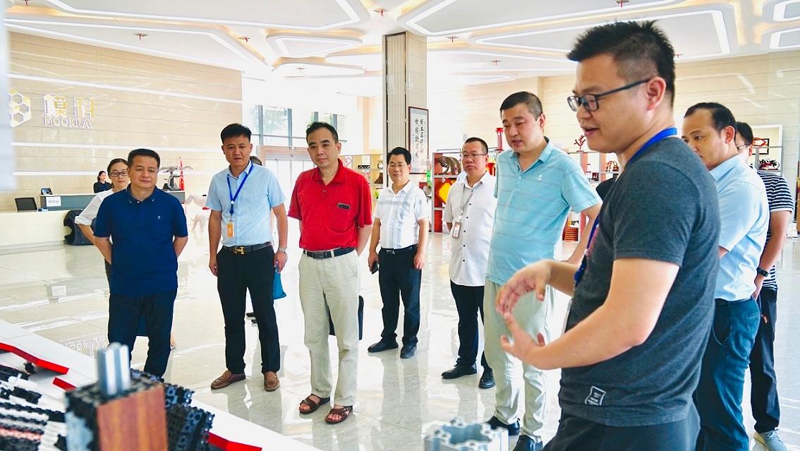 湖南省工信厅、市工信局领导一行来必威app手机下载精装版复核省级工业设计中心认定工作