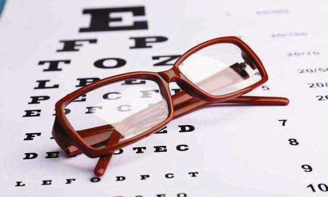 十一车票开抢,戴眼镜的人盯着手机抢票眼睛还好吗?
