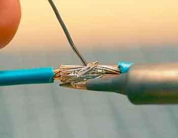 怎样正确使用电烙铁焊接?