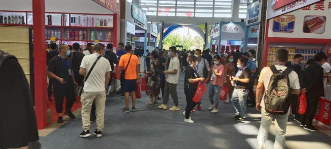 金田阳光投资集团组织200名市场经营业户参加2020中国(临沂)优质商品博览会