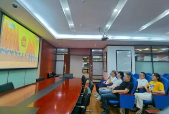 农信集团党总支组织观看抗击新冠肺炎疫情表彰大会实况