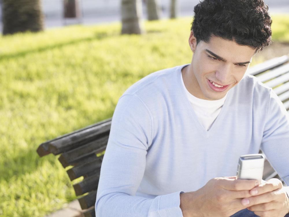 经常玩手机?看看玩手机对眼睛的危害吧!