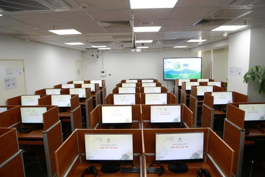 The Newclass Classroom Becomes a New Demonstration Examination Room for Chinese Test (Smart Classroo