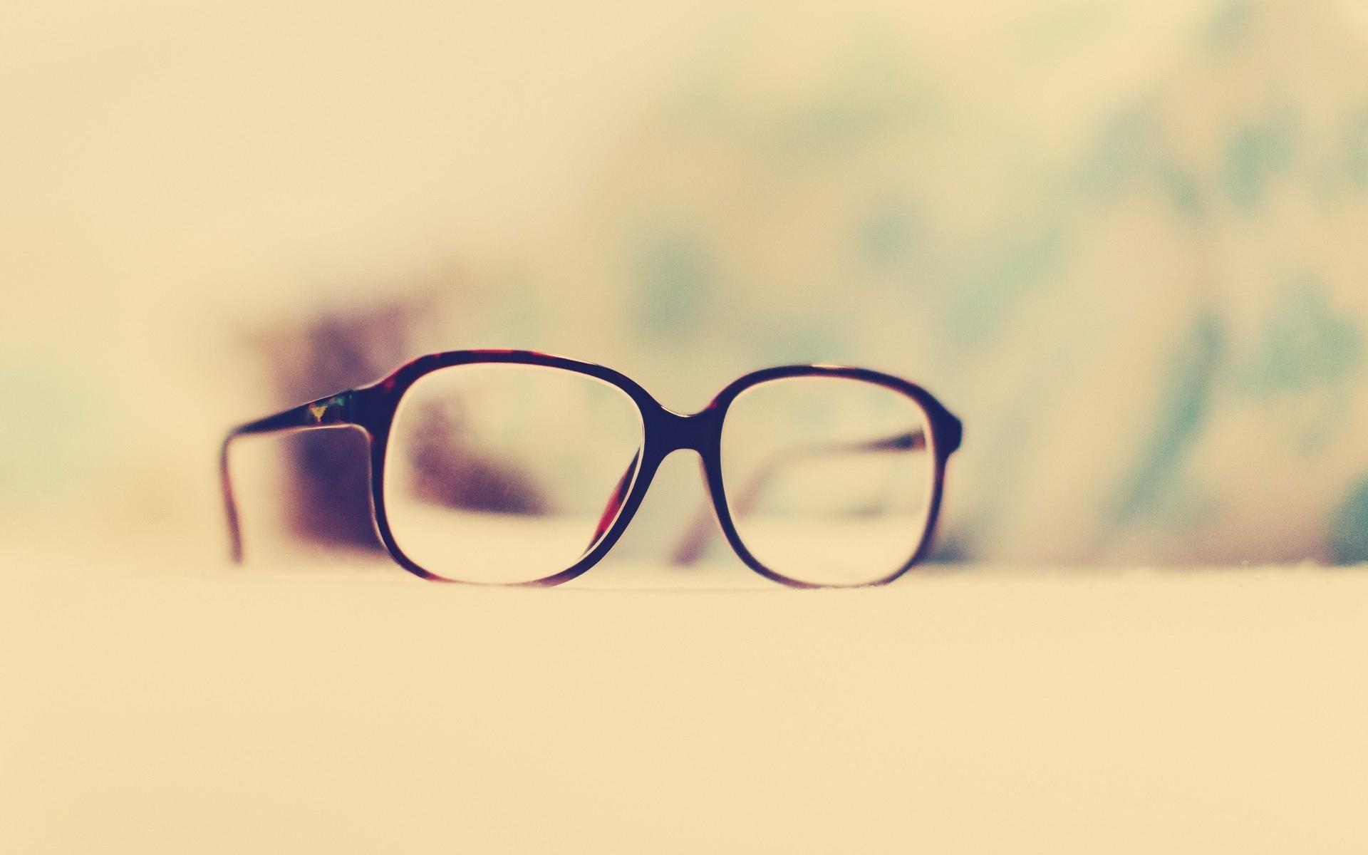 眼球突出,真的是戴眼镜导致的吗?