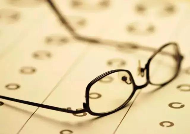 熬夜真的会使视力变很差吗?快来了解吧!