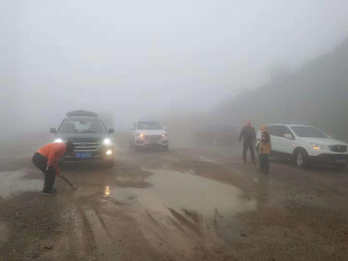 悍士越野训练营在弥漫的大雾中成功完成