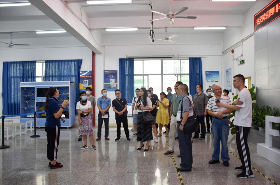 四川科华高级技工学校领导率教学及管理团队莅临说球帝app电脑版考察交流