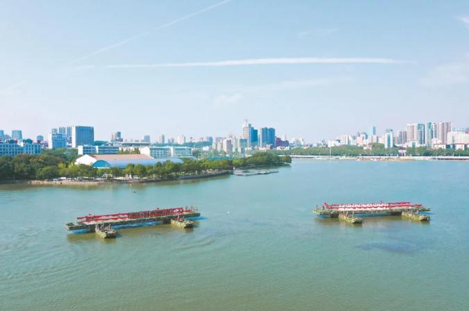 """中船应急装备为舟桥兵40对新人搭起浪漫""""鹊桥"""""""