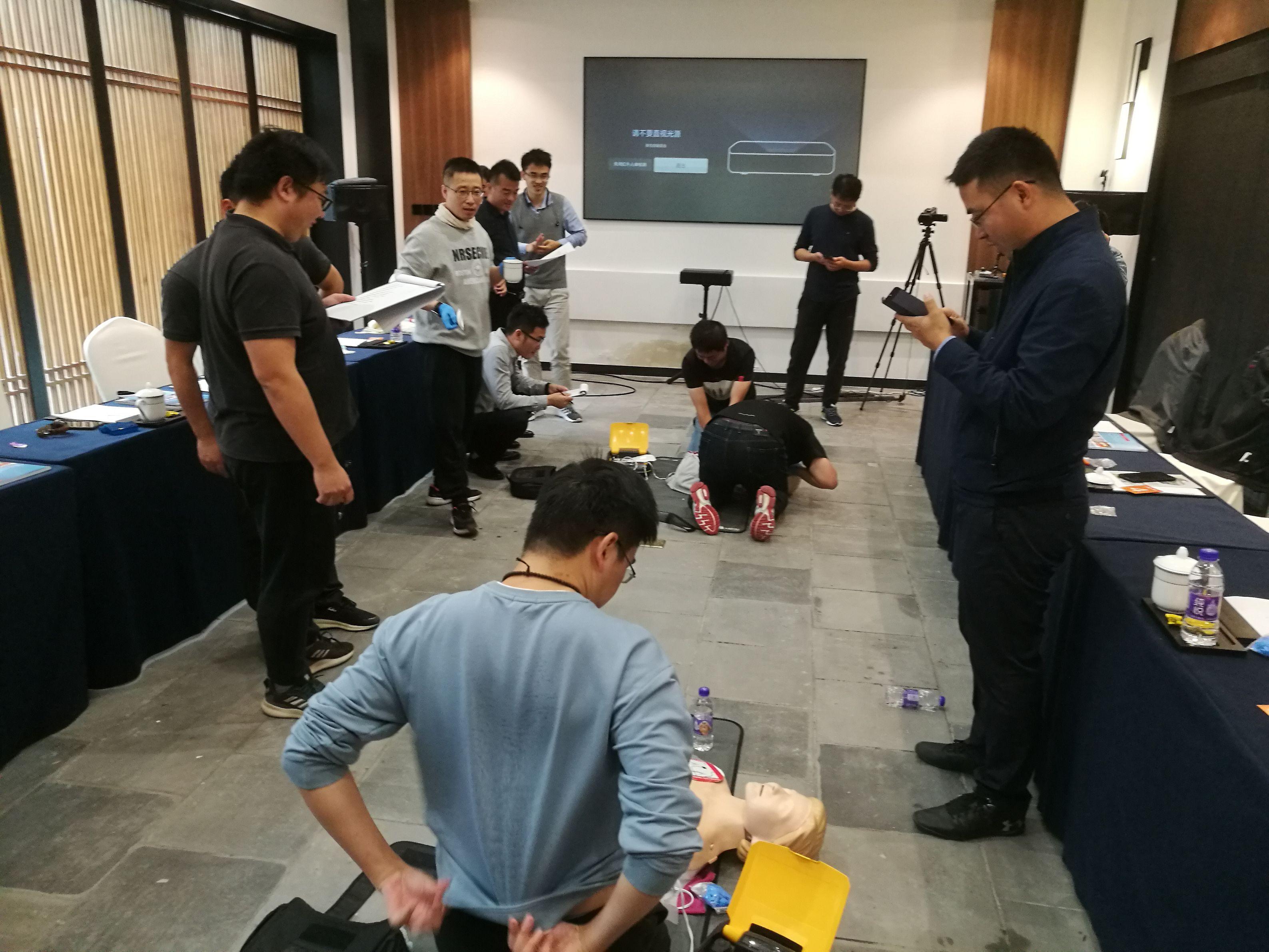 悍士安全邀请第一反应团队为客户进行心肺复苏等技能培训