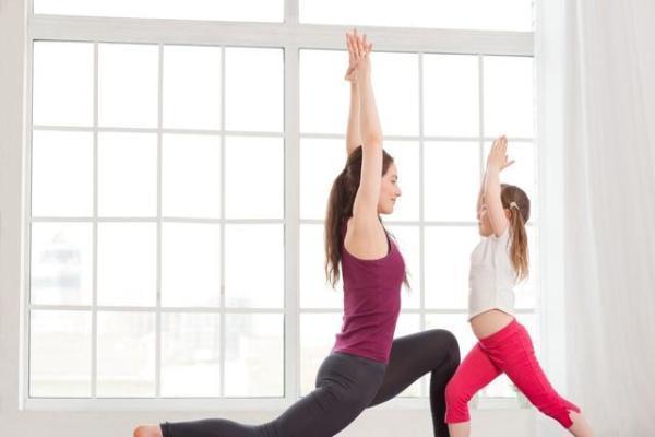 瑜伽动作并不是越难越有效果,这4个简单动作就能帮你一瘦再瘦!
